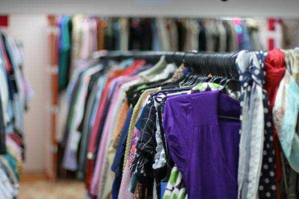 На сегодняшний день такие магазины становятся все более популярны из за известных мировых брендов