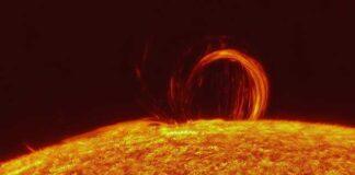 Новая мощная вспышка на солнце фото