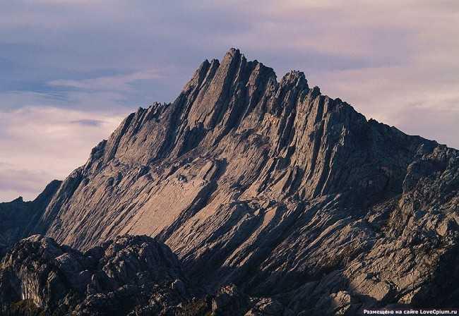 """До сих пор ведутся споры о месте этой горы в рейтинге """"семи вершин"""""""