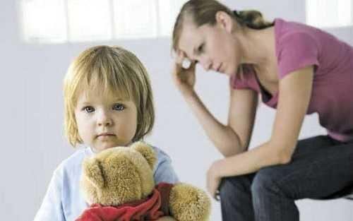 Бывают случаи, когда женщина вынуждена в одиночку воспитывать одного или нескольких детей, тогда государство непременно должно прийти на помощь