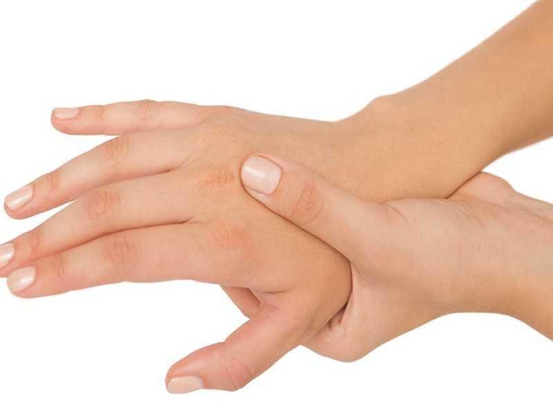 Частое онемени правой руки также может свидетельствовать о серьезных заболеваниях