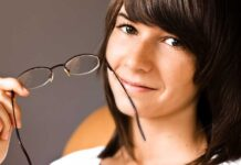 Кратковременное освобождение глаз от очков также поспособствует обострению зрения