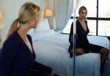 По каким причинам нельзя спать напротив зеркала?