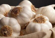 Как убрать запах чеснока?