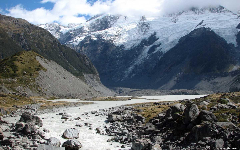 Тает снег в горах