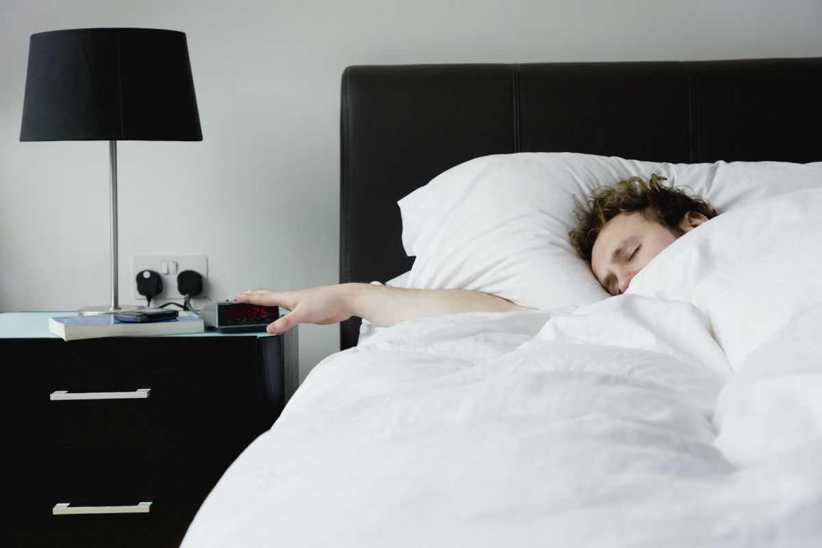Поздно засыпать и поздно просыпаться