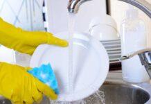 Мыть посуду в гостях